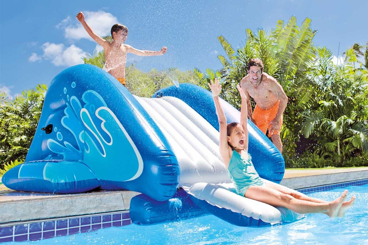 Toboggan gonflable intex pour piscine enterr e jardideco for Toboggan piscine adulte