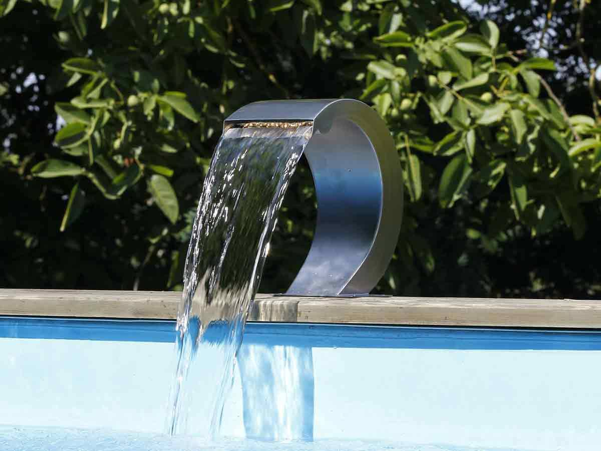 Cascade de piscine mamba taille s led inox jardideco for Accessoire piscine 74