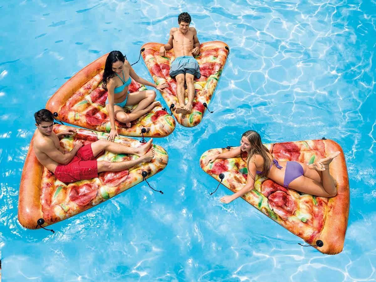 Matelas de piscine gonflable réaliste