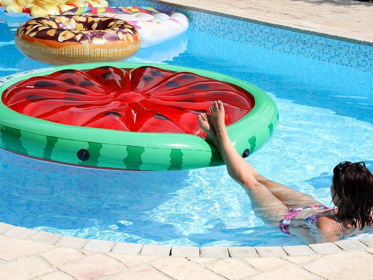 ile gonflable flottante modèle pastèque pour piscine | intex