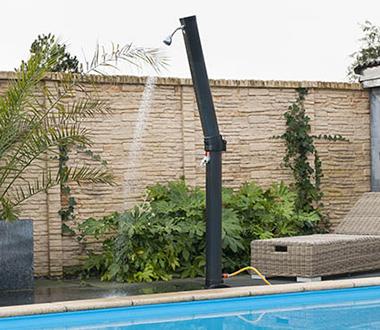 douche solaire ext rieure pour piscine et jardin petit prix. Black Bedroom Furniture Sets. Home Design Ideas