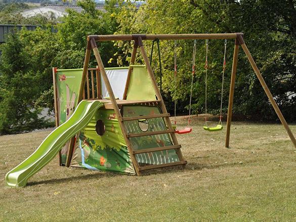 aire d ejeux en bois pour enfants mod le chantemerle soulet. Black Bedroom Furniture Sets. Home Design Ideas