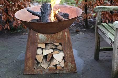 Chemin e d 39 ext rieur vasque stockage bois jardideco for Brasero de jardin