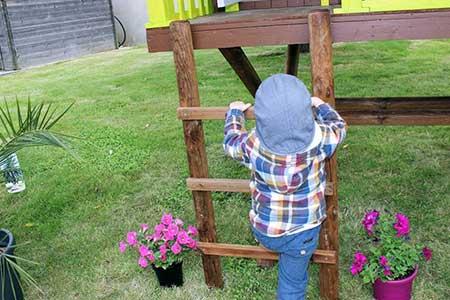 cabane enfant bois pas cher dans les arbres soulet. Black Bedroom Furniture Sets. Home Design Ideas