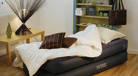 matelas gonflable leectrique intex rest bed 1 place avec. Black Bedroom Furniture Sets. Home Design Ideas