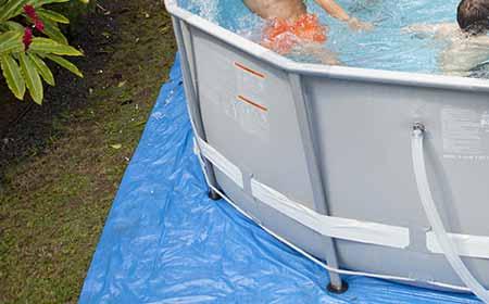 Tapis de sol pour piscine rectangulaire intex jardideco for Tapis de sol piscine